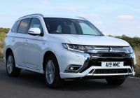 mitsubishi-outlander-phev-stretches-uk-electric-vehicle-market-lead