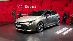 toyota-launches-auris-with-two-hybrid-options