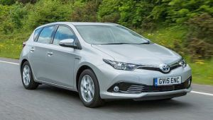 Toyota Auris Hybrid 1.8 VVT-i review