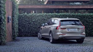 Volvo PHEV buyers offered a year's free charging