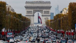 paris-plans-to-ban-combustion-engine-cars-by-2030
