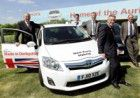 Auris hybrids join UK's SMMT fleet image