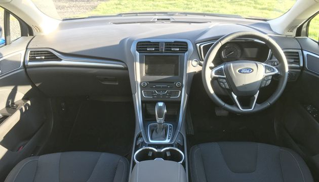 Ford mondeo hybrid review next green car for Interior ford mondeo