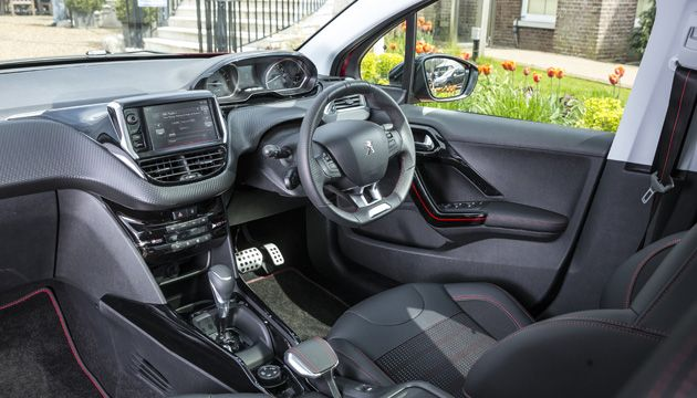 Peugeot 2008 12 pure tech review next green car for Interior peugeot 2008