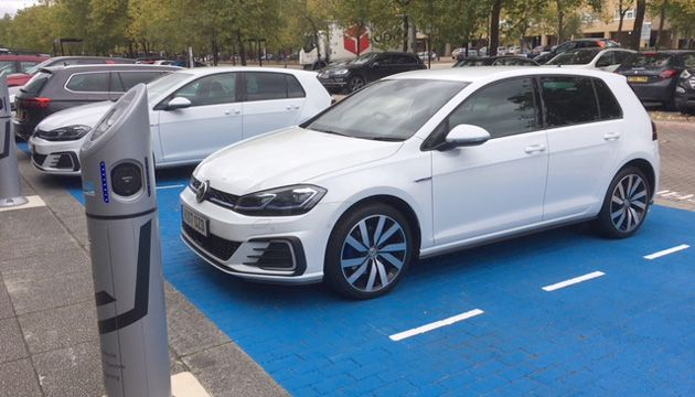 Think Of The Gte As An Economical Golf With Overboost On And You Get Picture Vw Electric Range