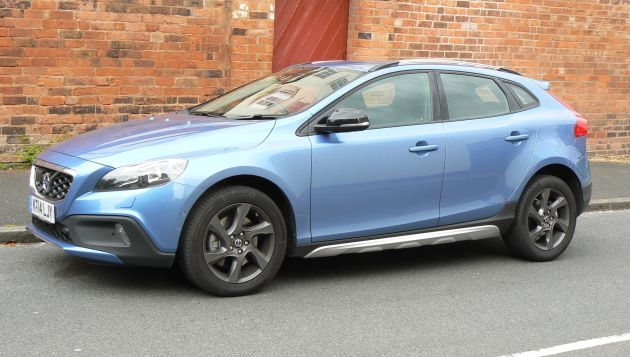 volvo v40 d4 cross country review next green car. Black Bedroom Furniture Sets. Home Design Ideas